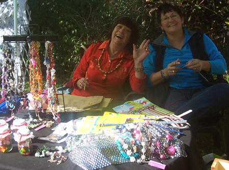 New life designs arts and crafts market at bradys cafe for Arts and crafts industry